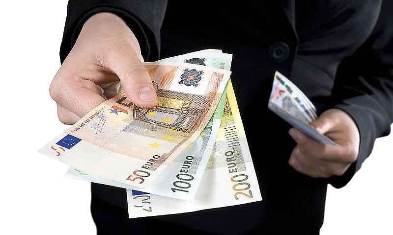 В какое время года лучше всего брать денежный кредит и на что?