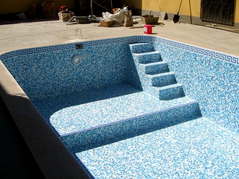 Особенности плитки для бассейна