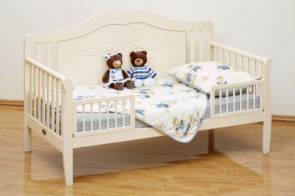 Выбираем кровать с бортиками для детей