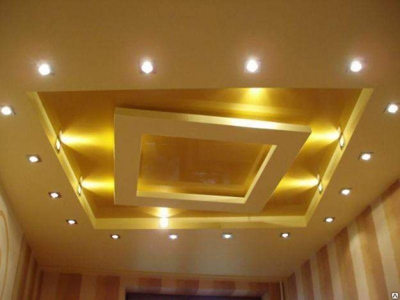 Одноуровневый потолок из гипсокартона в зале