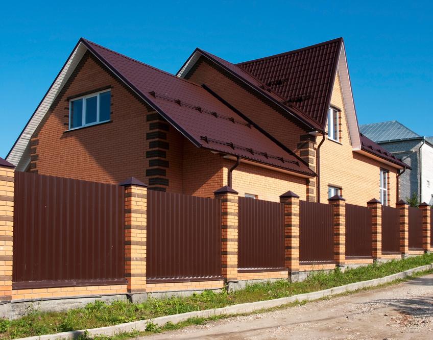 Заборы для загородных домов