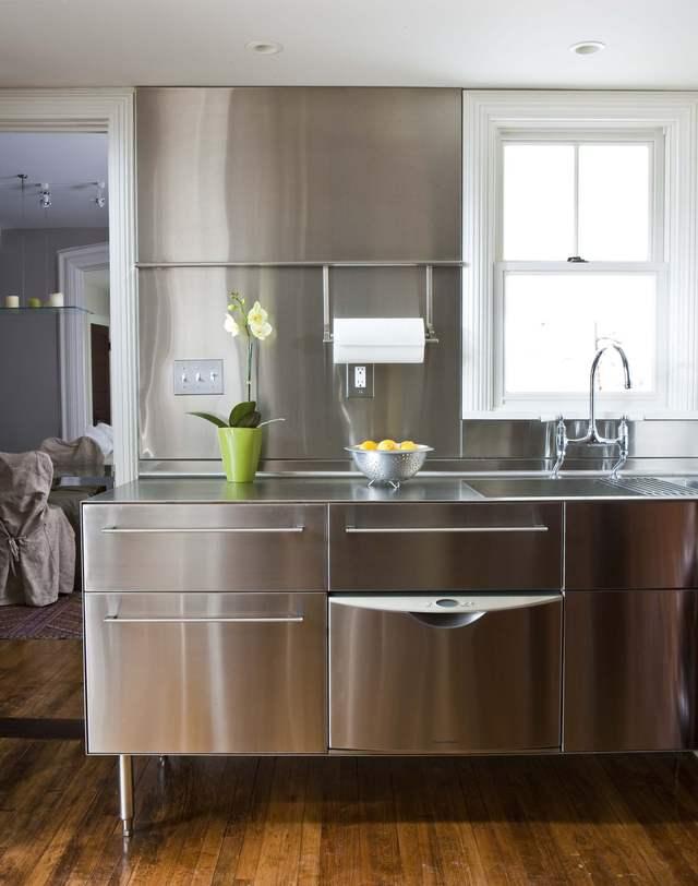 Металлическая кухонная мебель