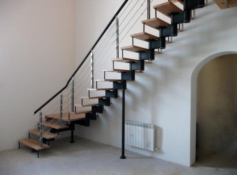 Установка готовой лестницы