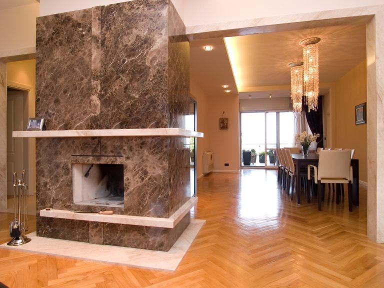Камин из мрамора в интерьере