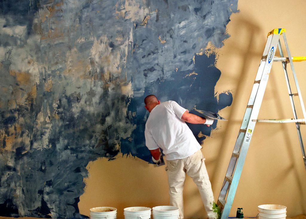 Как пользоваться фактурными красками для стен